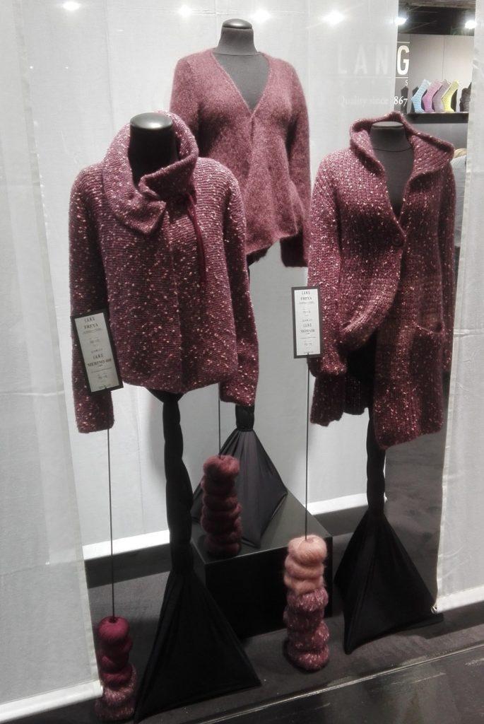 Svetry z luxusních přízí prezentovaných na veletrhu v Kolíně nad Rýnem