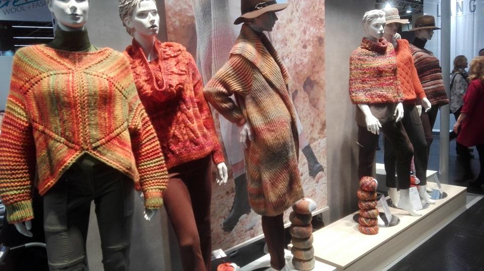 Pletené svetry z veletrhu H + H Cologne